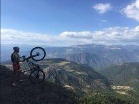 Admirando el paisaje con la bici