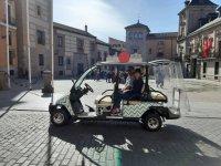 穿过马车在马德里的街道上
