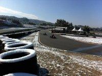 的卡丁车赛道在雪天
