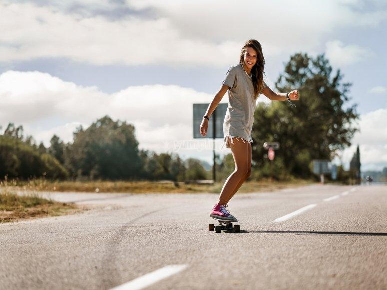 Actividad skatesurf en campamento