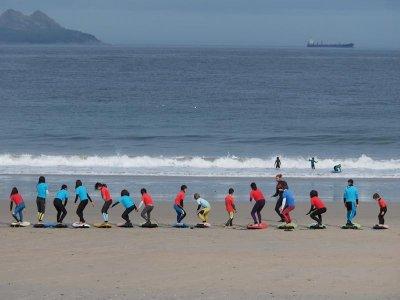 Clases de surf grupales en costa de Baiona 2 horas