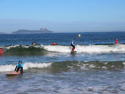 Clase de surf grupal con equipo costa de Vigo 2 h