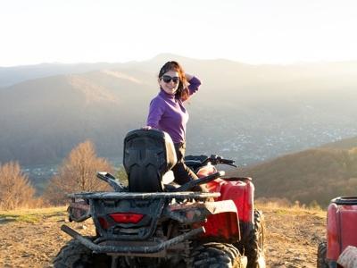在Gebas山沟乘四轮摩托车共进午餐2小时
