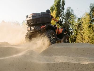 午餐在Gebas山沟乘四轮摩托车路线,时间为1小时