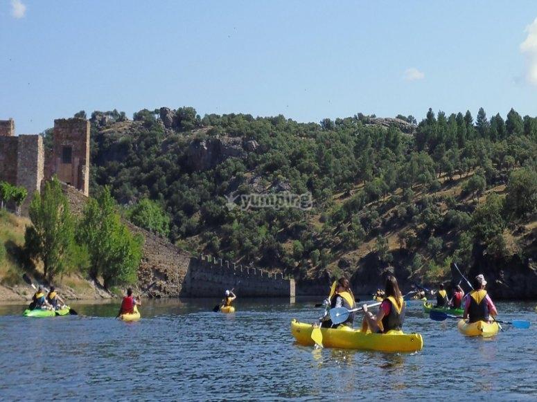 通过Puentes Viejas水库的皮划艇路线