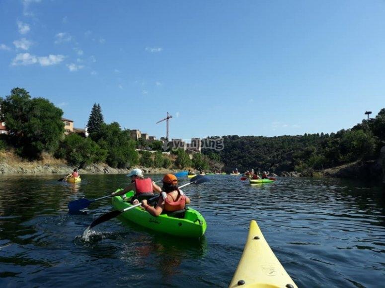 通过Buitrago的多人独木舟出租