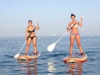 Chicas probando el paddle surf