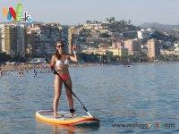 Paddle surf junto a la costa