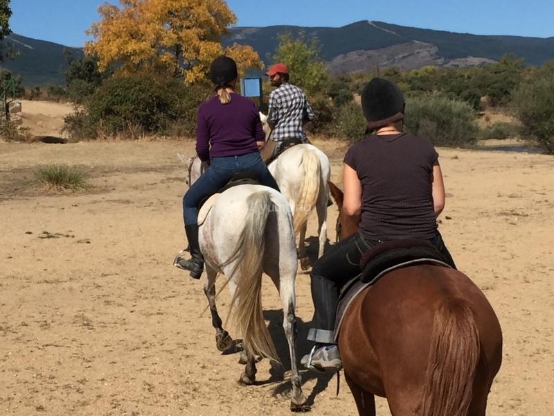 res_o-34291-rutas-a-caballo_de_alvaro-alonso-de-cadenas_14759597158192.JPG