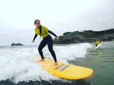 Lezione di surf per bambini sulla spiaggia di Palombina 1 h