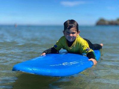 Corso di surf di 5 giorni a Llanes per bambini di 5 ore