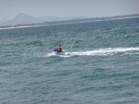 Conduciendo el jet ski