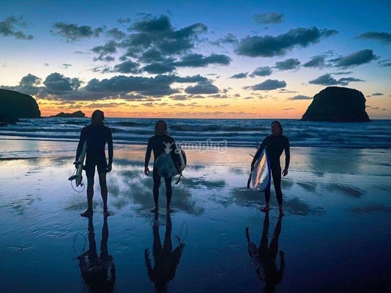 Alquilar tabla de surf en Llanes