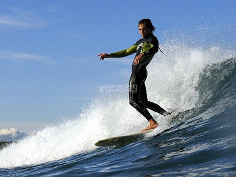 Tabla de surf de alquiler por Llanes