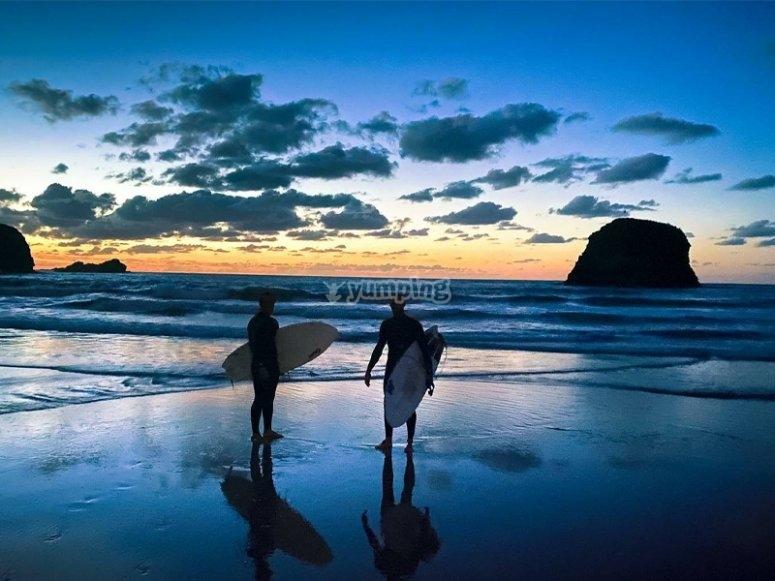 Alquiler de tabla de surf por Celorio