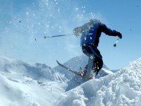 的最好的地方在滑雪巴奎拉贝雷帽