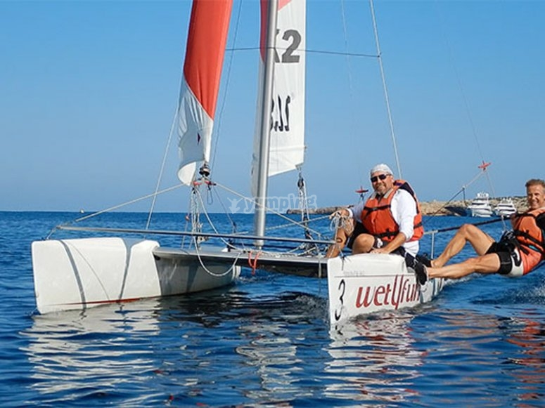 Paseo en catamarán por la isla de Espardel