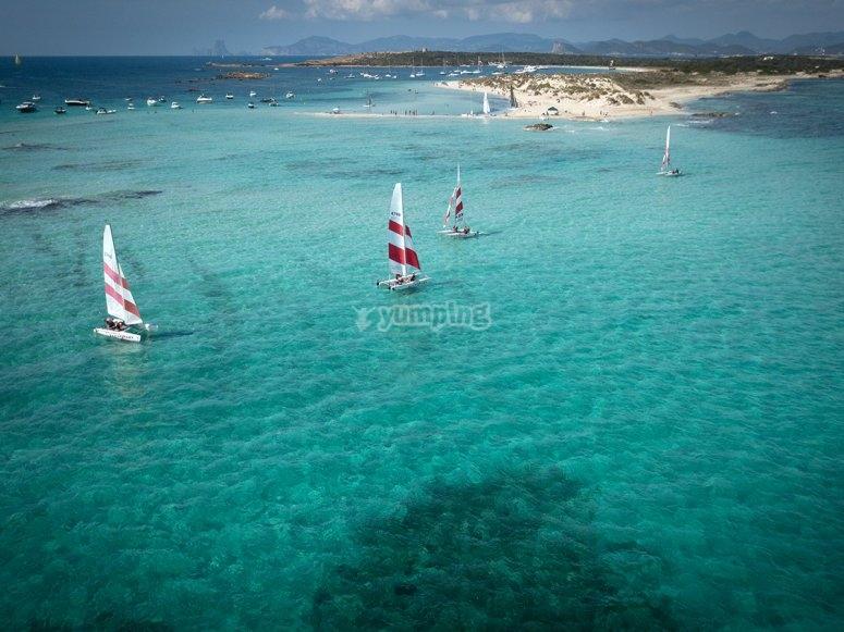 Alquiler de catamarán por la playa de Sa Torreta