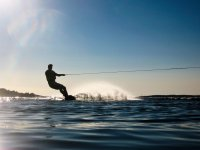 Wakeboard lungo la costa di Llanes