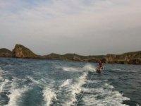 Por la costa, en wakeboard