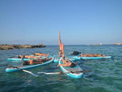 Clase de SUP yoga en la playa de Es Pujols 90 min