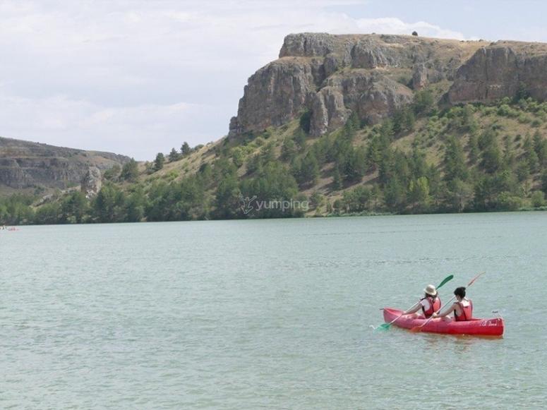 Paseo en canoa por el embalse de Fuentidueña