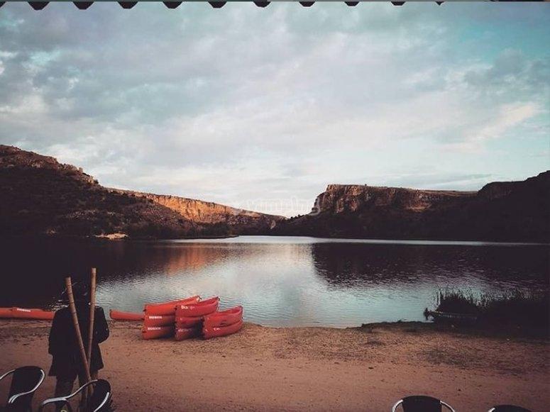 Pasear por el embalse de Las Vencías en canoa