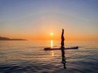 SUP Pilates al atardecer en playa d' Heliópolis