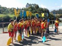 Peques preparate per i kayak in Asturie