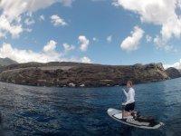 在特内里费岛划桨冲浪