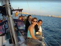 一群女孩在甲板上La Manga