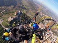 Sobrevolando casco urbano Portugal