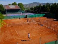 Practicando el tenis