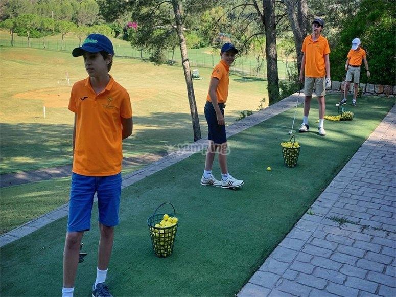 夏季儿童高尔夫夏令营