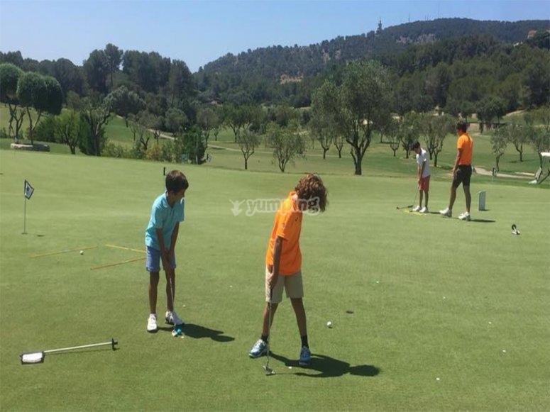 夏令营在马略卡岛参加英语和高尔夫课程