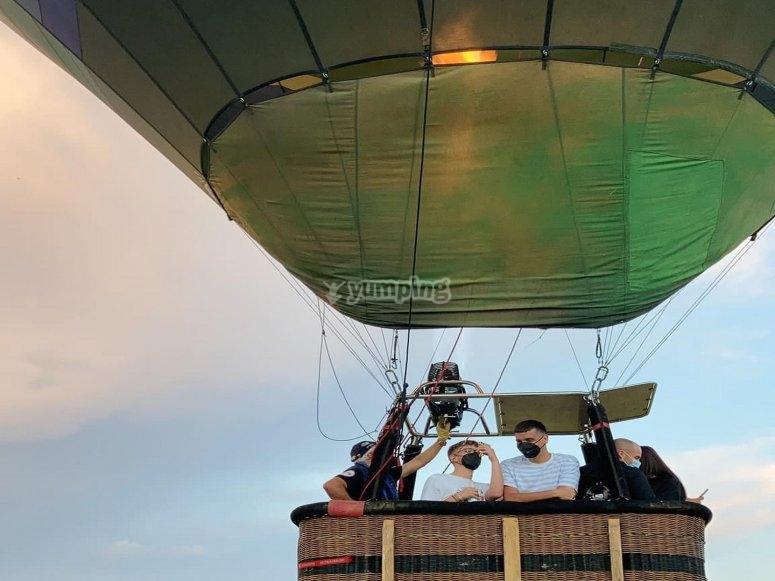 Grupo a bordo del globo