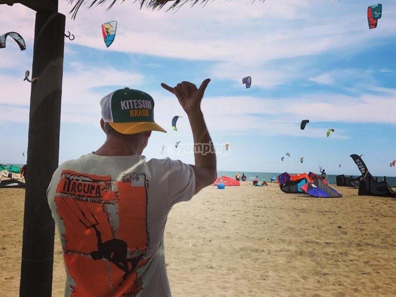 Viendo las cometas de kite