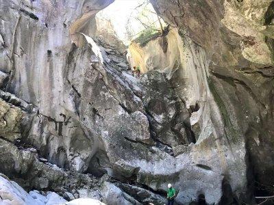 阿松-阿圭拉的卡莱拉峡谷的下降