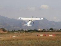 avioneta comenzando un vuelo