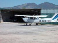 avioneta en un aeropuerto privado