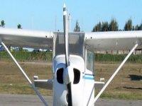 una avioneta en el suelo