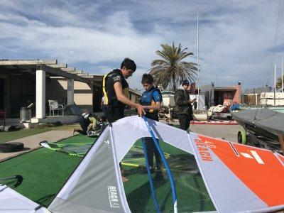 Mar Bella 海滩上的私人帆板课程 2 小时