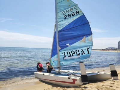 Mar Bella 海滩上的私人帆船课程 4 小时