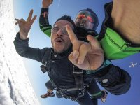 Spectacular parachute jump