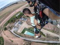 降落伞到达地面