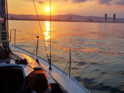 乘坐帆船前往 La Puntilla 海滩 8 小时