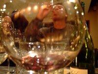 disfrutando del vino
