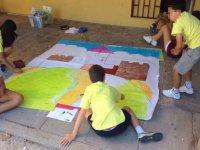 pintando un cartel