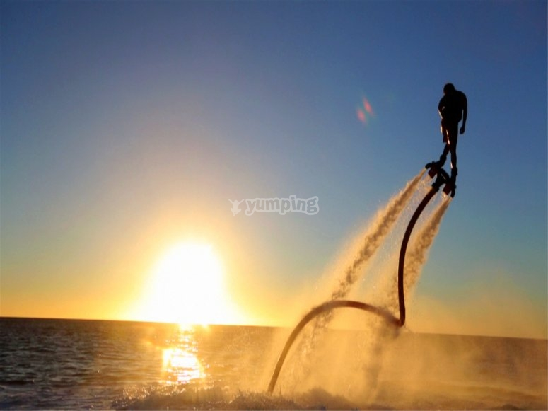 Flyboard al tramonto