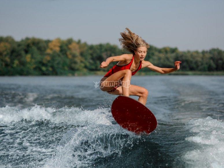 Disfrutando de un día de wakeboard